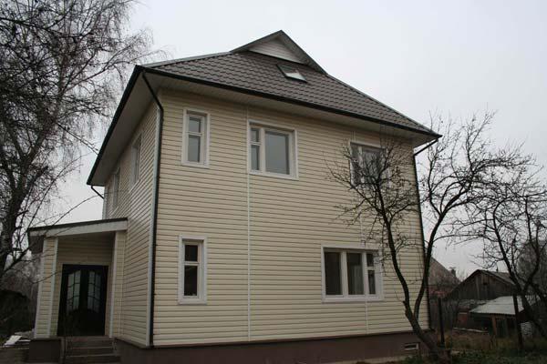 Отделка сайдингом фасада частного дома